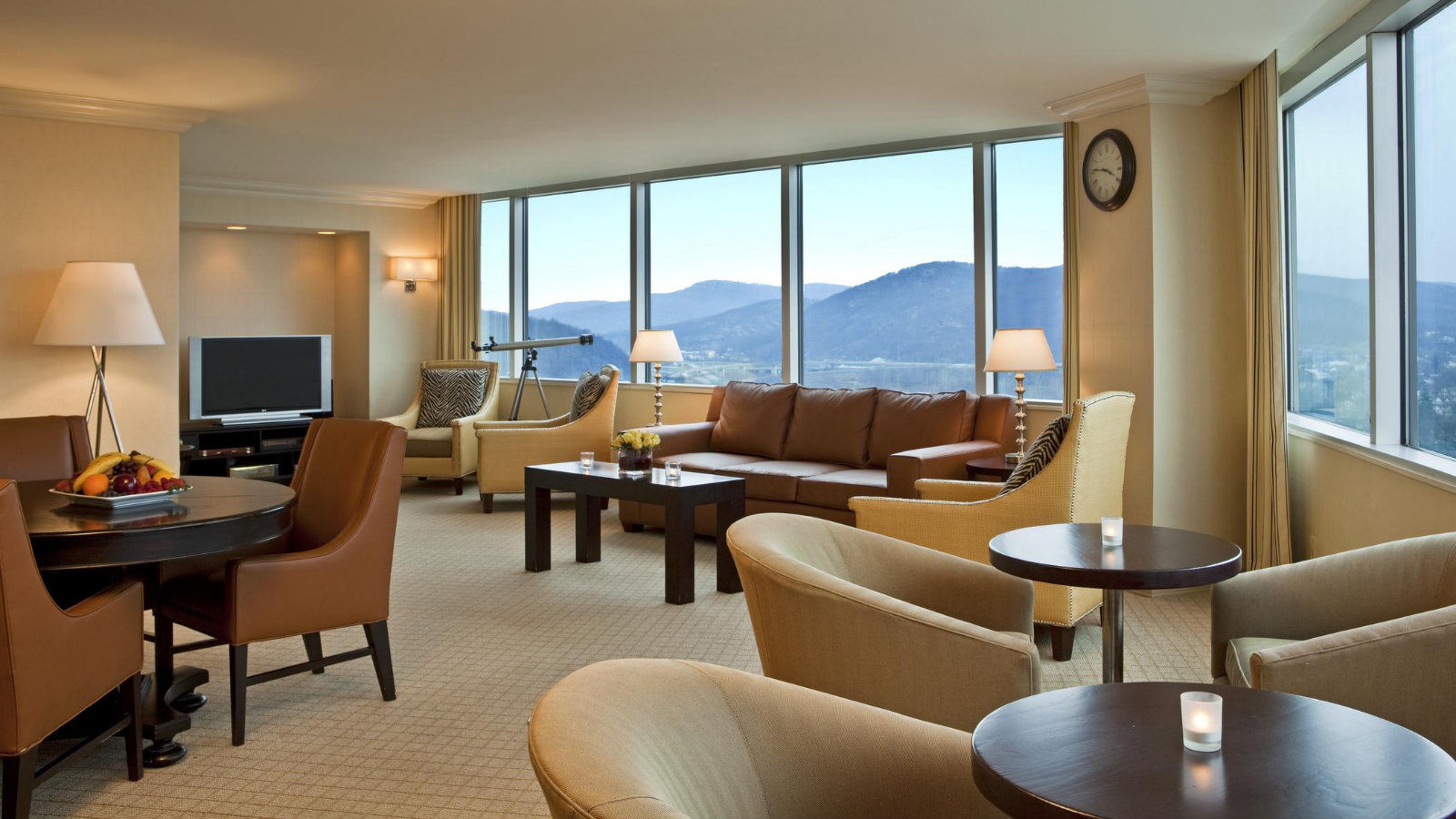 Features - Sheraton Club Lounge